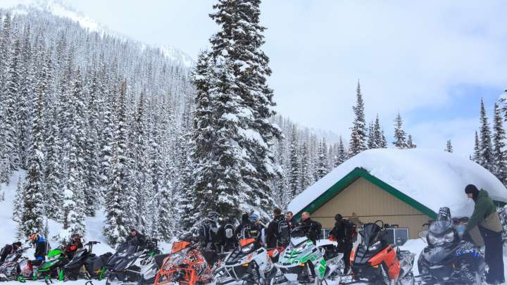 Quartz Creek cabin - snowmobiling Golden BC