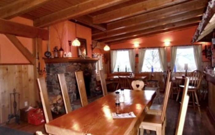 Alexa chalets timber inn restaurant tourism golden for Alexa cuisine catering